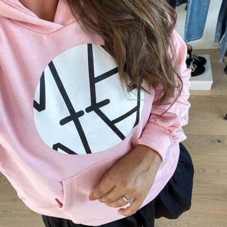 Oversized pastelpink hoodie med print til stilbevidste kvinder