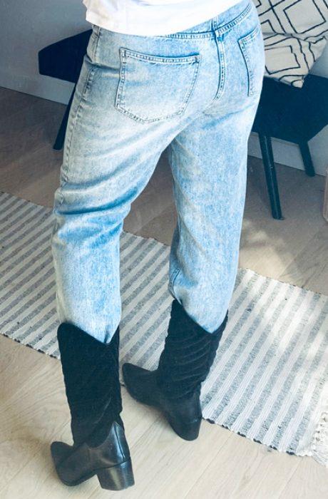 Blå stonewashed jeans i lækker kvalitet, med en bæredygtig vision